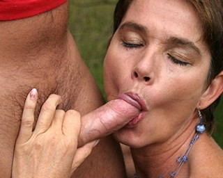 She just loves to get fucked during a picnic