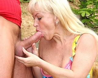This kinky MILF loves to do it in public