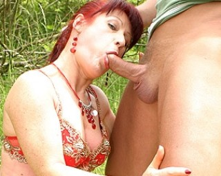 Fucking a mama in the grass is so hot